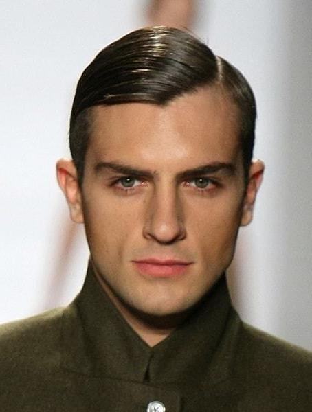 30 Classic 90s Hairstyles For Men That Are Very Simple And